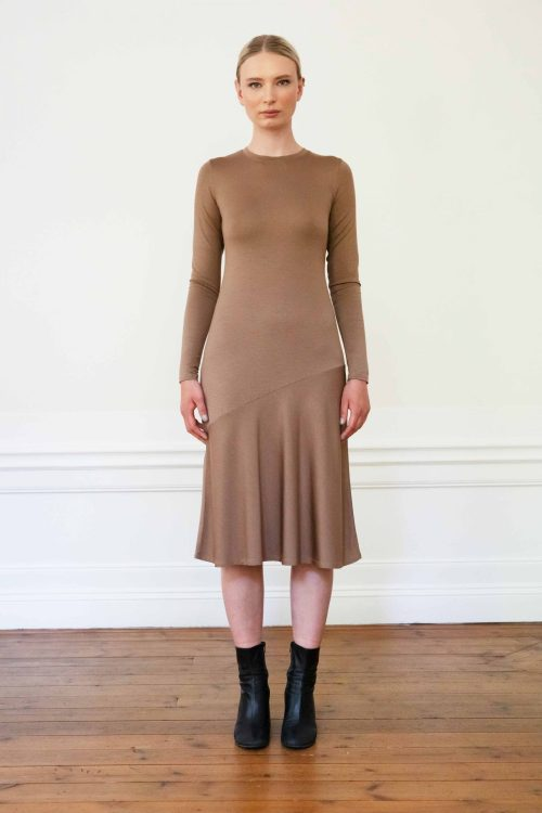 Girl wearing Tora tencel dress in color mole
