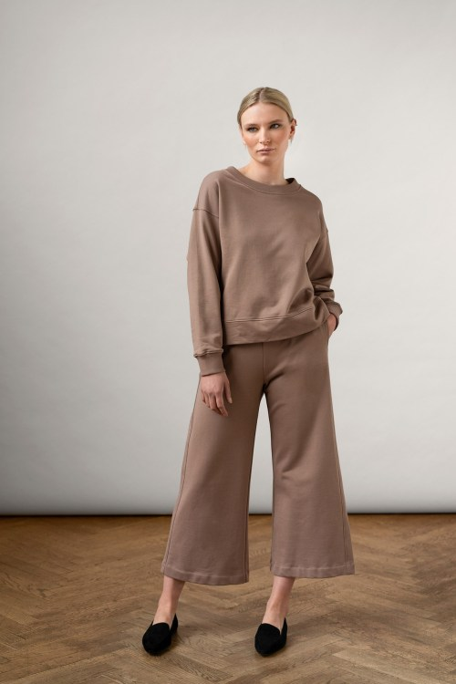 Rory Org cotton pants with pockets and ruth sweatshirt in color Taupe