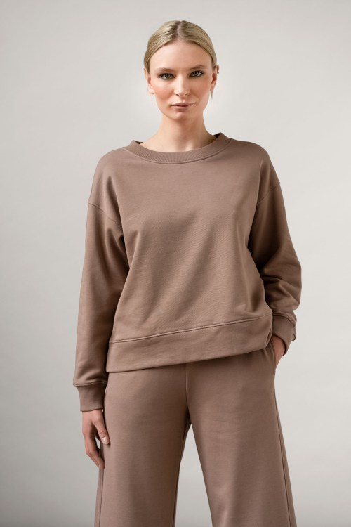 Rory Org cotton pants and ruth sweatshirt in color Taupe close up front