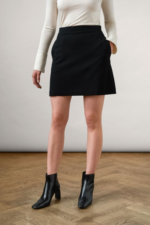 Elise ecovero skirt black from the front