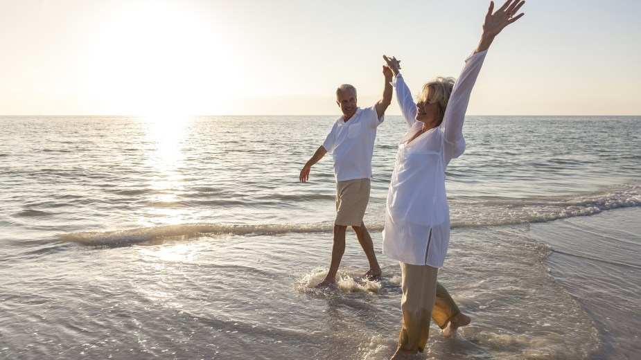 retirement-planning-guru-seniors-beach-2