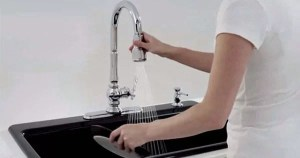 kitchen faucet hard water Featured img