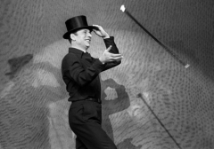 Montand jongle.jpg