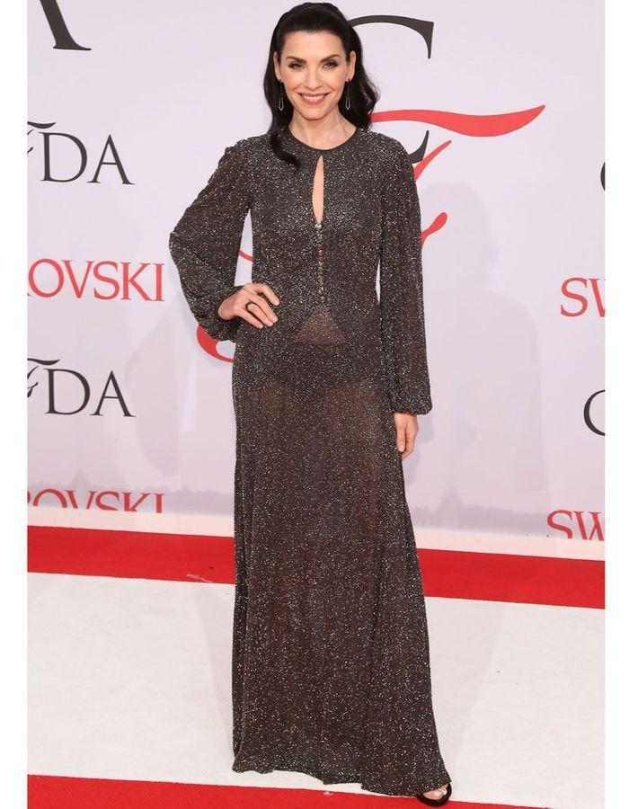 Julia Margulies no vestido transparente