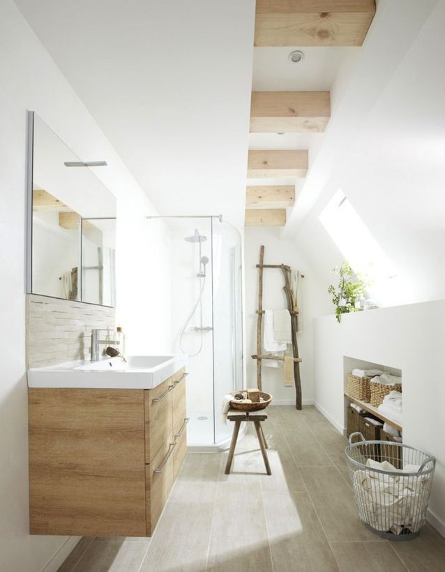 Laisser les murs blancs pour une salle de bains zen