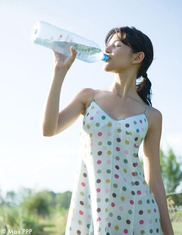 Combien De Litre D'eau Par Jour Pour Maigrir : combien, litre, d'eau, maigrir, Buvez, Litre, D'eau, Conseils, Marchent), Avoir, Ventre