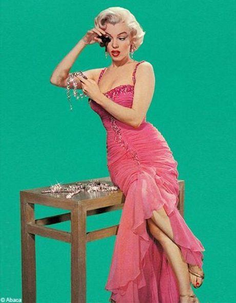 """Résultat de recherche d'images pour """"robe marilyn rouge hommes blondes"""""""