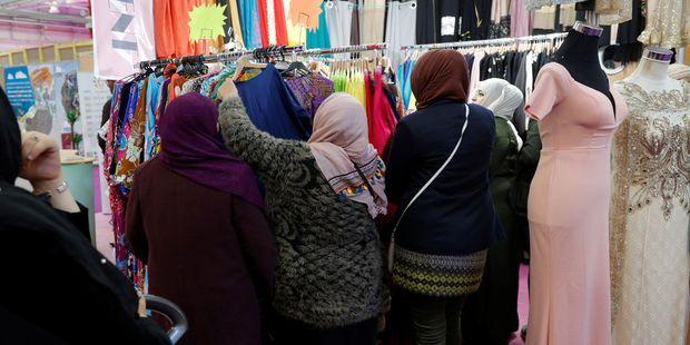 Des femmes musulmanes au Bourget à l'occasion d'un événement organisé par l'Union des organisations islamiques de France (UOIF).