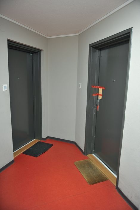 Sixth floor, on the right: the door where he played at the beginning of September.
