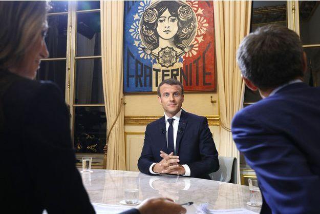Sur TF1 Macron Explique Assume Et Tacle Hollande