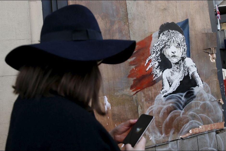 Une nouvelle oeuvre de Banksy a été peinte en face de l'ambassade française à Londres