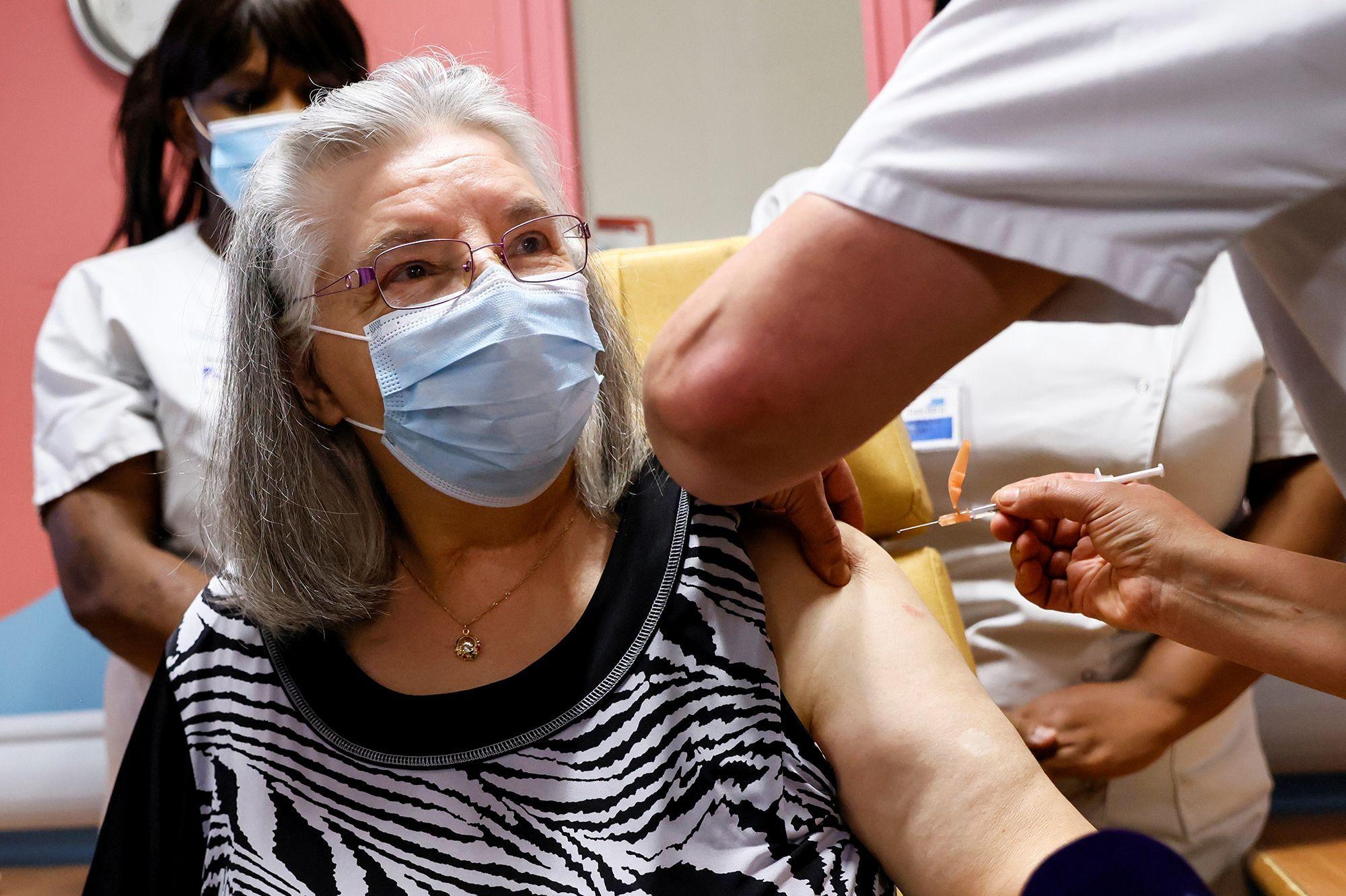 mauricette 78 ans premiere vaccinee contre la covid 19 en france
