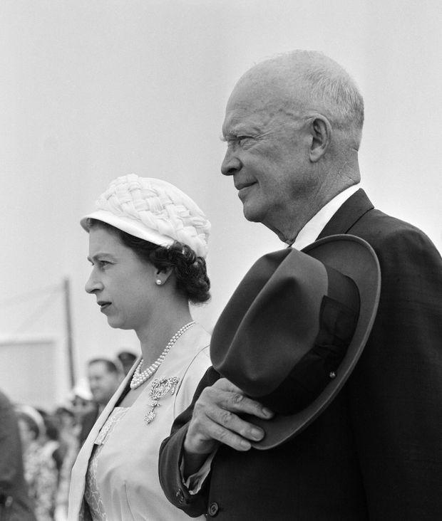 La reine Elizabeth II avec le président américain Dwight D. Eisenhower au Canada en juin 1959.