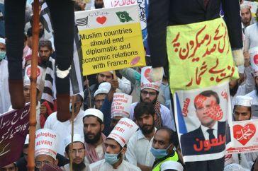la France recommande à ses ressortissants de quitter le pays