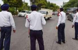 चेतावनी! लगेगा 15000 रुपए जुर्माना और 2 साल की जेल, अगर गाड़ी में किया यह काम- India TV Hindi