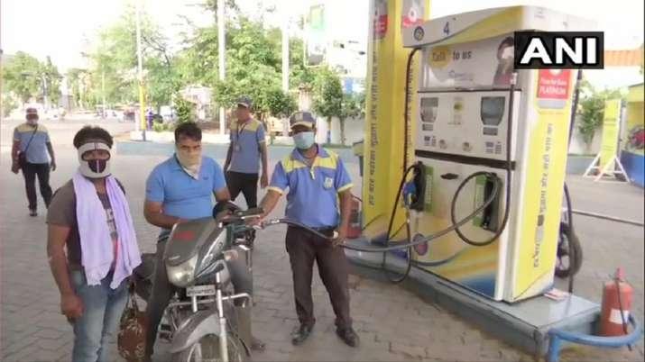 Petrol Diesel Price today in delhi mumbai noida chennai kolkata Petrol Diesel Price: फिर बढ़े पेट्रो- India TV Paisa