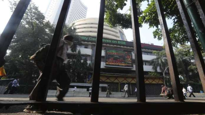 Sensex, Nifty rise in early trade, SBI and HDFC shares rise