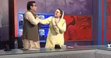 The woman leader slapped the MP in the TV program and slapped him.