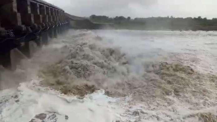 बारिश के कारण पानी का...- India TV Hindi