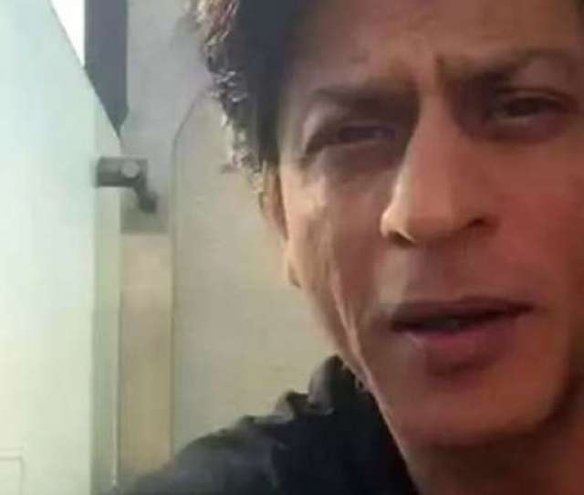 Shah Rukh Khan Amazes Fans Becomes First Indian To Video