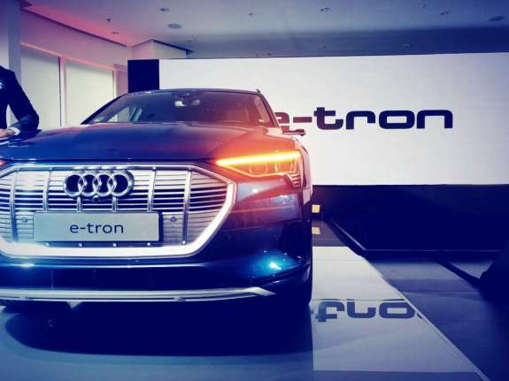 Audi enters India's electric vehicle bandwagon with e-tron; luxury SUV that has AWD and 400km range | Cars News – India TV