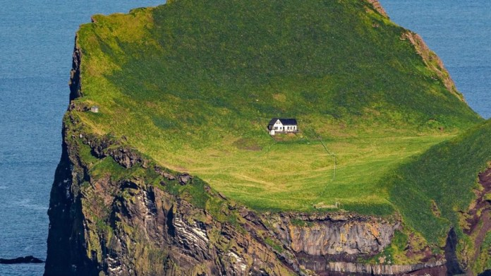 Know what's the reality behind the mystery of 'World's Loneliest House'? |  Offbeat News – India TV
