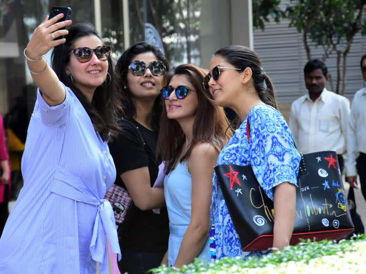 India Tv - Mira Rajput with fans
