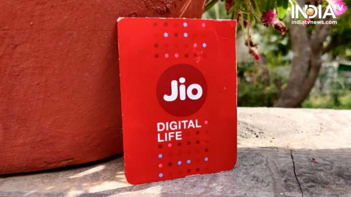 Jio waives post paid security fee to attract customers from rival networks