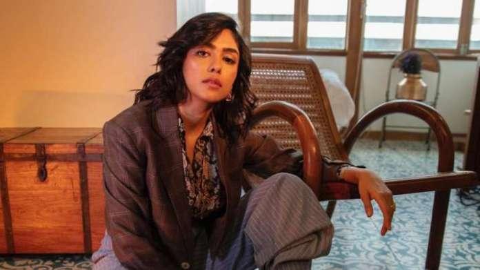 mrunal thakur 1609317139 मृणाल ठाकुर ने 2021 में अपनी पांच फिल्मों के लिए उत्साहित किया