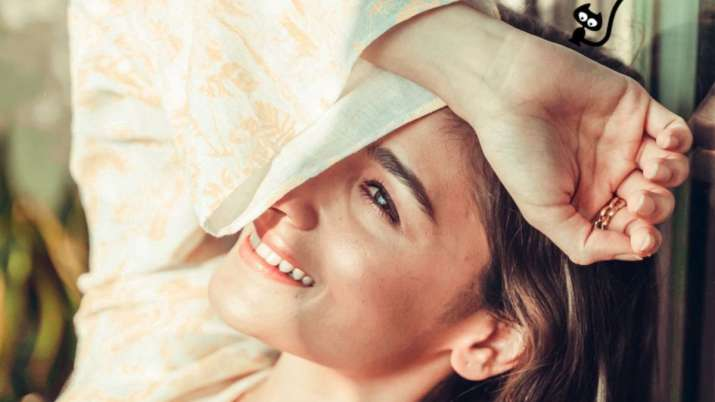 Can you spot Alia Bhatt's cat in her latest 'sunshine' picture?