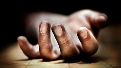 Scolded for playing games on cell, Noida teen jumps to death