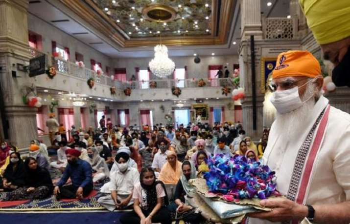 PM Modi visits Sis Ganj Gurudwara in Delhi; offers prayers to Sri Guru Teg Bahadur