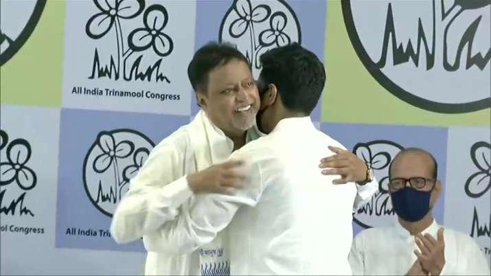 Mukul Roy's gharwapsi, joins back Mamata Banerjee' Trinamool Congress along with son