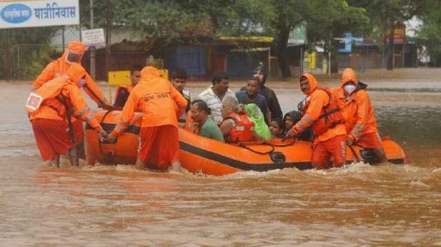 इंडिया टीवी - महाराष्ट्र में बारिश से आई बाढ़, भूस्खलन