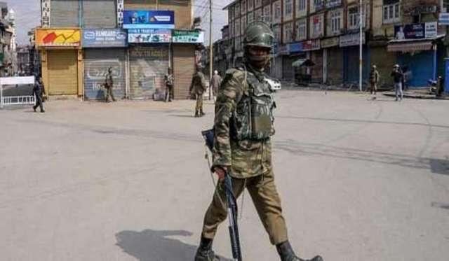 कश्मीर घाटी में लगा प्रतिबंध, इंटरनेट बंद: