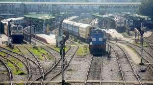 किसान विरोध के चलते रेलवे ने रद्द की कई गाड़ियां, कुछ के रूट बदले, देखिए लिस्ट 2