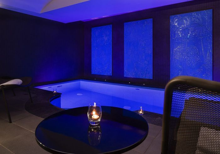 Une piscine avec un spa  Piscines  Paris  notre guide des adresses o buller   Elle