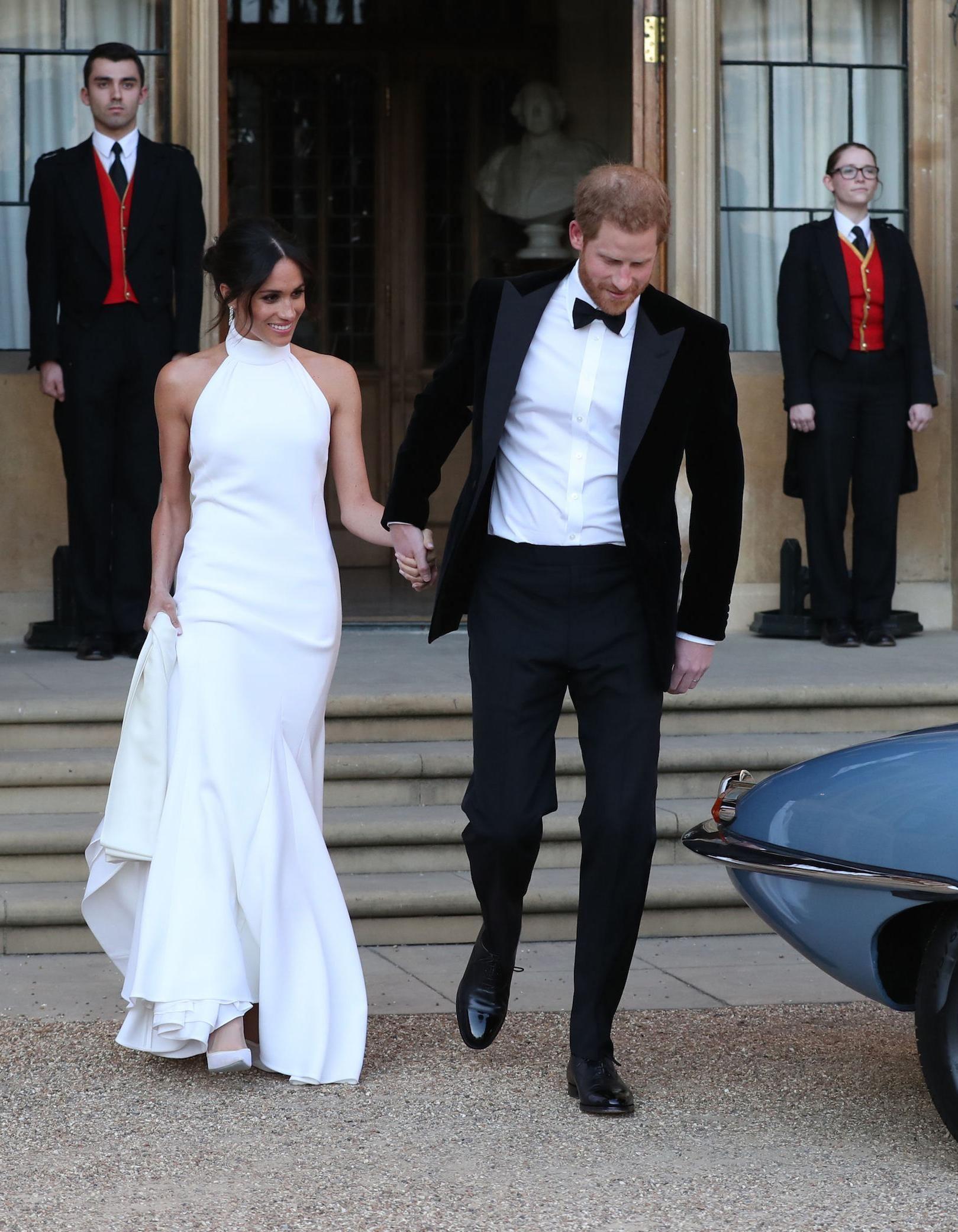 robe longue blanche col montant de Meghan pour soirée de mariage