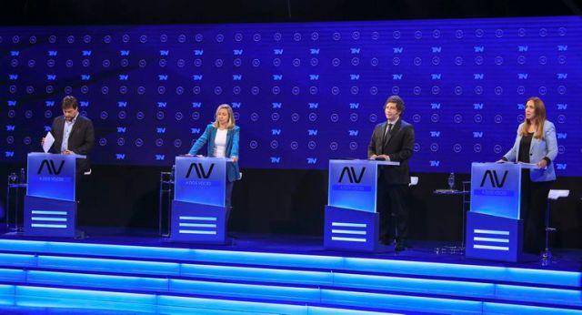 Los candidatos a  diputados nacionales en CABA  Leandro Santoro, Myriam Bregman,  Javier Milei y Maria Eugenia  Vidal durante el debate  televisivo. (Foto NA: MARCELO  CAPECE)