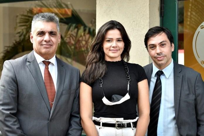 Mailin Gobbo junto a sus abogados, Héctor Silveira (izquierda de la imagen) y Alejandro Stipancic