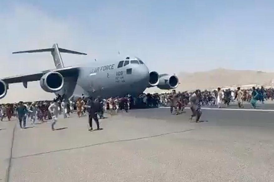 El dramático testimonio de la familia de un joven que cayó del avión militar de EE.UU. en Afganistán