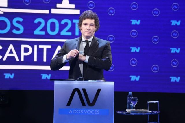 Los candidatos durante el debate porteño