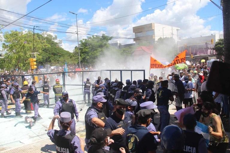"""La Iglesia transmitió su fuerte preocupación por la """"violenta represión"""" del gobierno de Gildo Insfrán en Formosa"""
