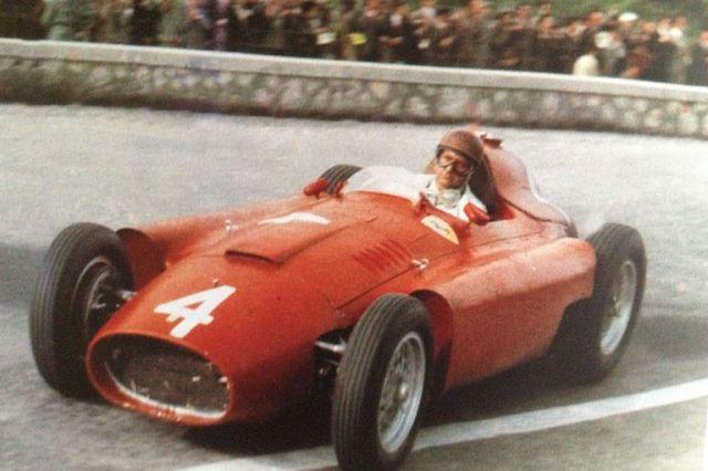 Campeón mundial. Juan Manuel Fangio lleva a la corona de 1956 a la Lancia-Ferrari D50