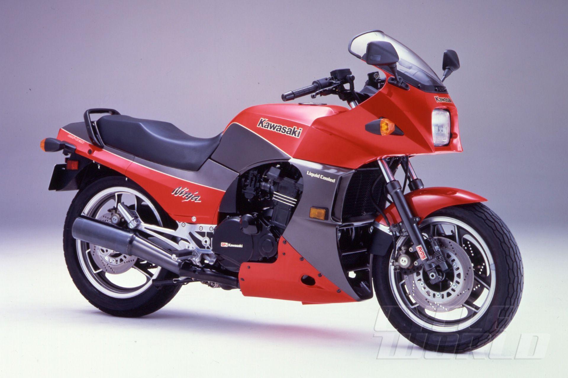 hight resolution of 30 years of ninjas 1984 gpz900 ninja to 1990 zx 11