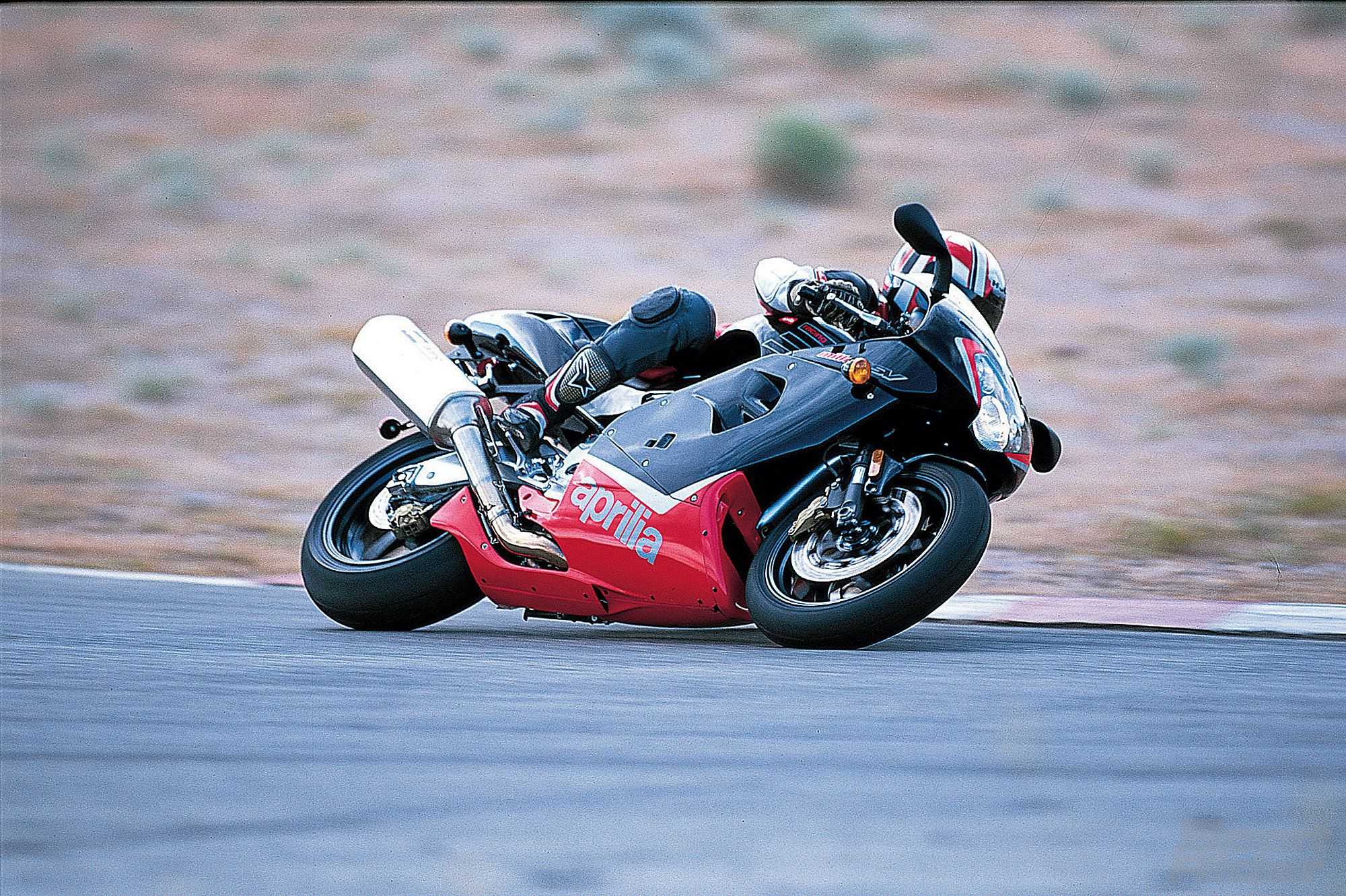 hight resolution of v twin comparison of the ducati 996 vs aprilia rsv mille vs honda