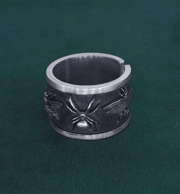 Ring decorated with five insects: bee, cricket, bug, spider & butterfly in handcrafted sterling silver | Res Mirum