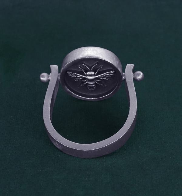 Rotating round ring with bee inspired by d'a jewel d'Ancient Egypt in sterling silver made in France back view | Res Mirum