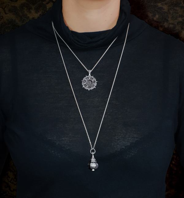 Round pendants on short chain & lantern on long chain d'oriental & floral inspiration | Res Mirum
