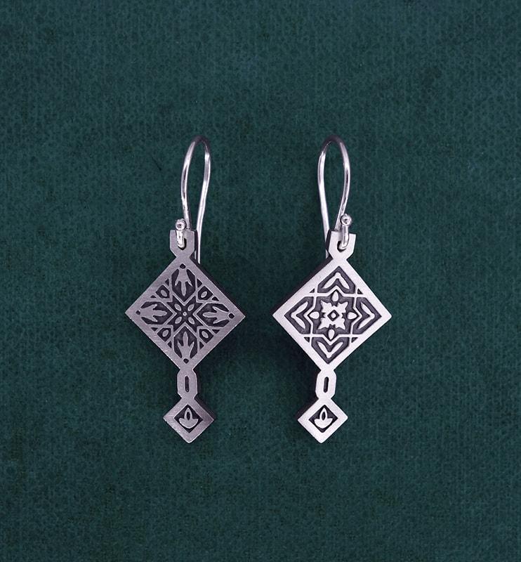 Boucles d'oreilles carrées zelliges orientaux asymétriques en argent massif 925 avec système de crochet | Res Mirum